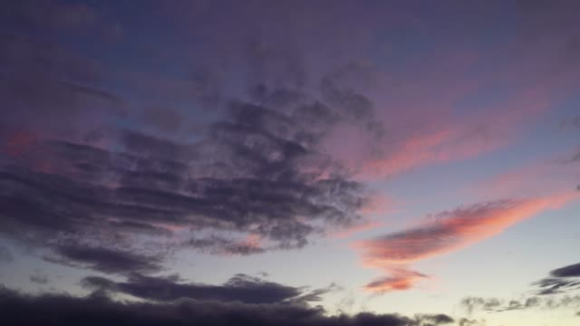 Scudding clouds at dusk. - vídeo