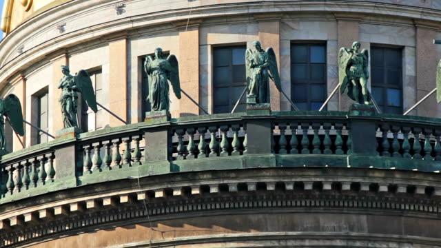 sculptures on the upper balcony - isakskatedralen bildbanksvideor och videomaterial från bakom kulisserna
