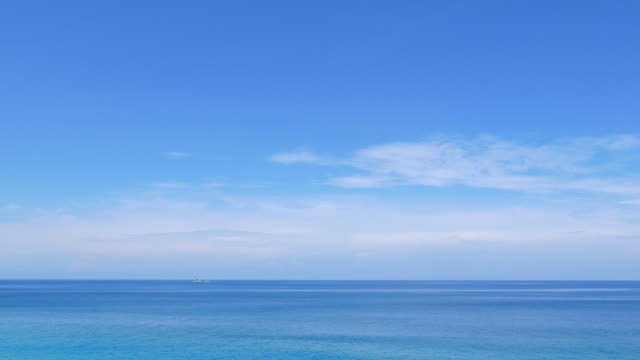 stockvideo's en b-roll-footage met hd - sea and sky - horizon over water