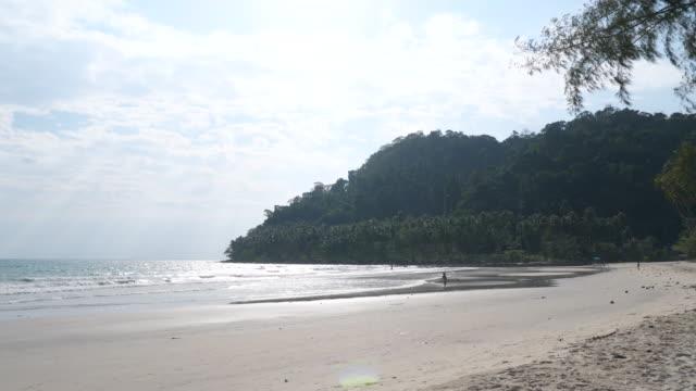 morze i zachód słońca na plaży pattaya - krajobraz morski filmów i materiałów b-roll