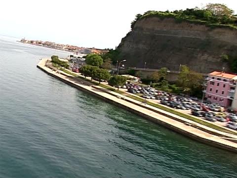 vídeos de stock e filmes b-roll de mar de ar - embarcação comercial