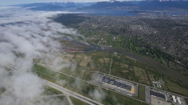 sea island vancouver international airport bc canada luftaufnahme - britisch kolumbien stock-videos und b-roll-filmmaterial
