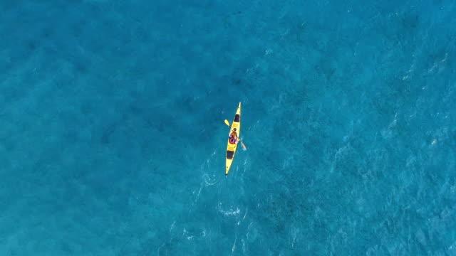 vídeos y material grabado en eventos de stock de kayak de mar - kayak