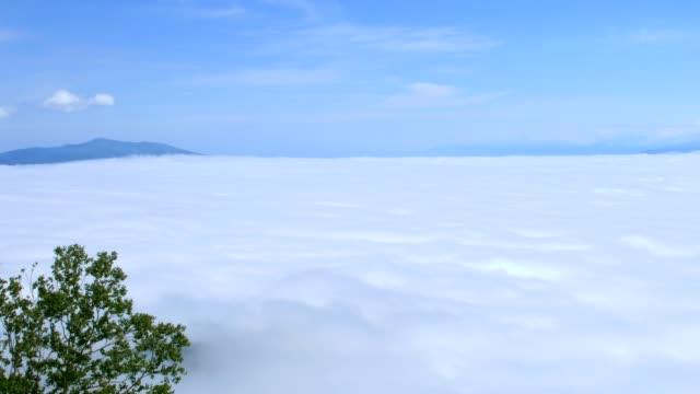 ett hav av moln av tsubetsu - akan nationalpark bildbanksvideor och videomaterial från bakom kulisserna