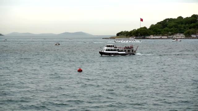 HD: Boğaziçi, Istanbul, Türkiye'de deniz trafiği. video