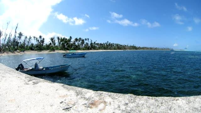 vídeos y material grabado en eventos de stock de vista al mar, en la isla kayangel, palaos - micronesia
