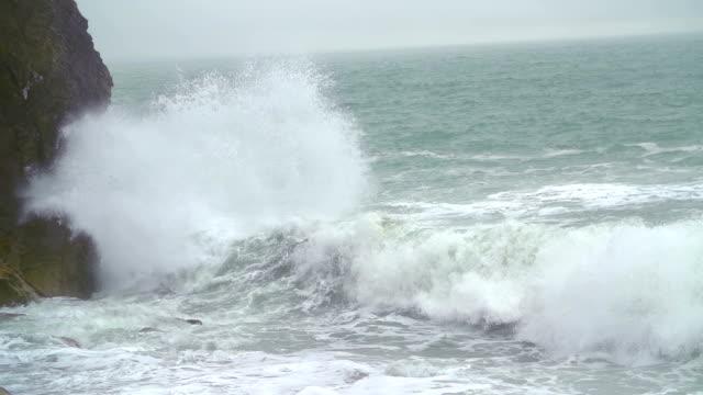 vidéos et rushes de vagues de la mer - bretagne