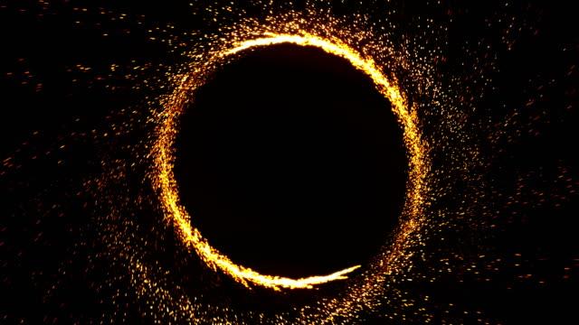 燃焼火火炎花火の抽象的なリングのシームレスなアニメーション。4 k 炎の概念で黒の背景に花火や冷たい火火の円パターンの火付け役。 - くるくる回る点の映像素材/bロール