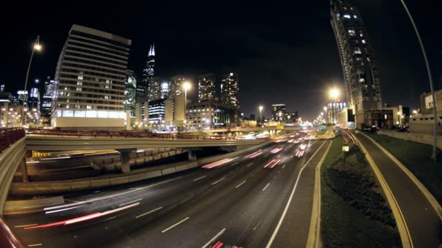 vídeos de stock, filmes e b-roll de loop sem costura: 90/94 chicago intervalo de tempo hd1080p24 limpar - dividindo carro