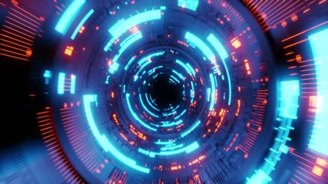 anello senza soluzione di continuità 4k che vola nel tunnel dell'astronave, corridoio dell'astronave fantascientifica. tecnologia futuristica abstract vj senza soluzione di continuità per titoli tecnologici e background. - tunnel video stock e b–roll