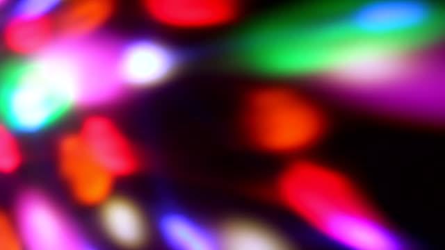 vídeos de stock, filmes e b-roll de loop sem costura de luzes girando foco suave led - colorful background