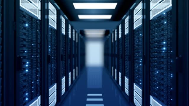 sömlös rörelse genom serverrack blå färg i datacenter dof oskärpa. vackra loopas 3d-animering med fladdrande dator ljus. big data cloud teknik konceptet. - server room bildbanksvideor och videomaterial från bakom kulisserna
