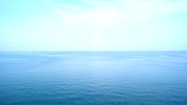 vídeos de stock e filmes b-roll de seascape color blue beautiful and calm - linha do horizonte sobre água