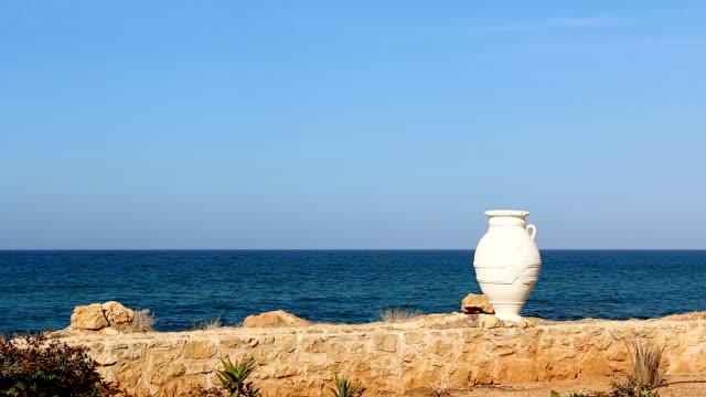 vidéos et rushes de fond de bord de mer avec grec amphore un vase - picto urne