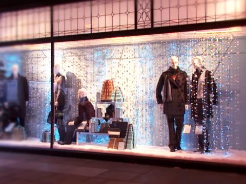 saisonale retail store - schaufenster stock-videos und b-roll-filmmaterial