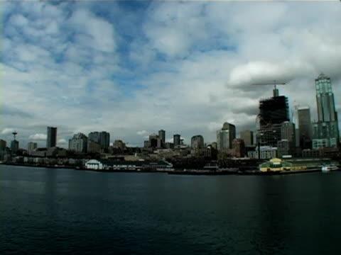 vídeos de stock e filmes b-roll de seattle skyline - embarcação comercial