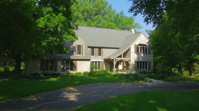 secluded mansion home, zoom into front view - stenhus bildbanksvideor och videomaterial från bakom kulisserna