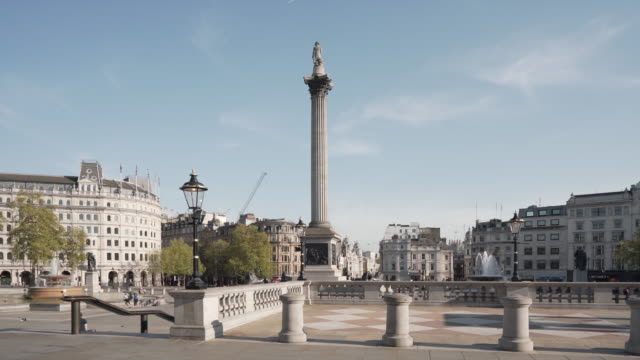 a 20 second dolly shot of an empty trafalgar square london, on a glorious spring afternoon - lockdown filmów i materiałów b-roll