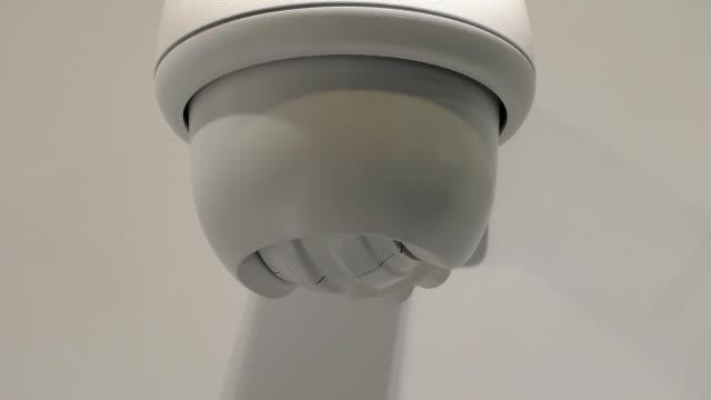 überwachungskamera umdrehen - überwachungskamera stock-videos und b-roll-filmmaterial