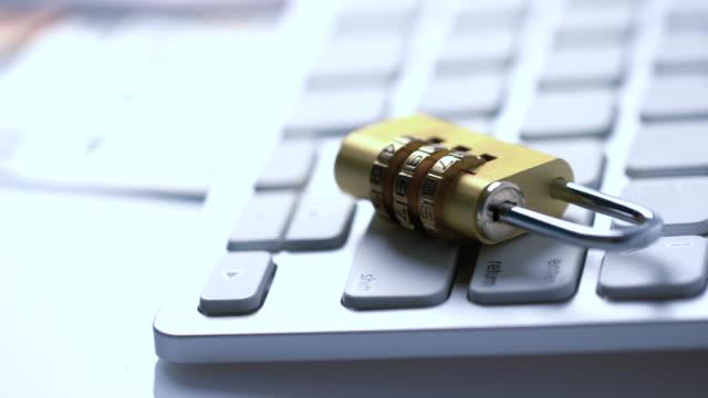 vídeos de stock e filmes b-roll de 4k security key credit card payment for online shopping: dolly shot - proteção