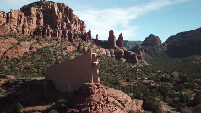 sedona chappell of the holy cross aerial view - red rock video stock e b–roll