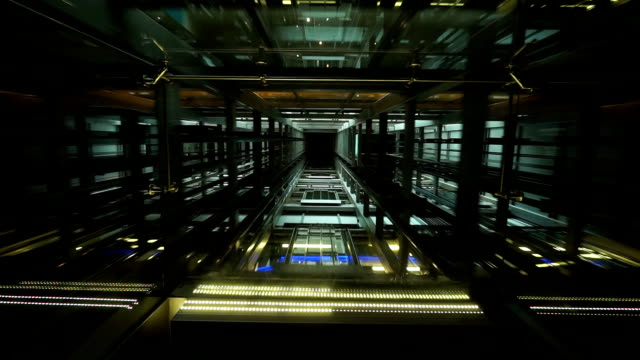 Durchsichtig Decke der Aufzug Kutsche mit Aufzug Schaft und Bewegungsfreiheit – Video