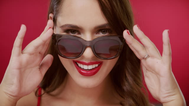 ich sehe dich boo - sonnenbrille stock-videos und b-roll-filmmaterial