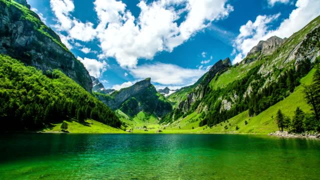 vídeos de stock e filmes b-roll de seealpsee lago de montanha - suíça