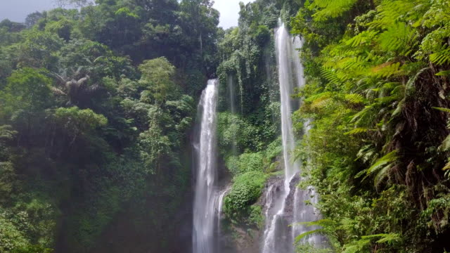 Sekumpul Fidschi Wasserfall Singaraja Bali stetigen Drone-Ansicht – Video