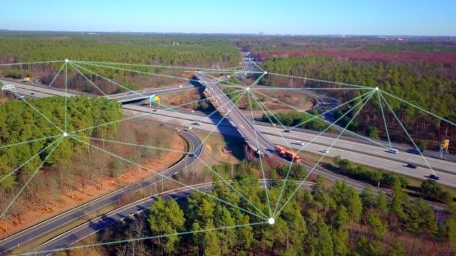高速道路上の自動運転車 - 自動運転車点の映像素材/bロール