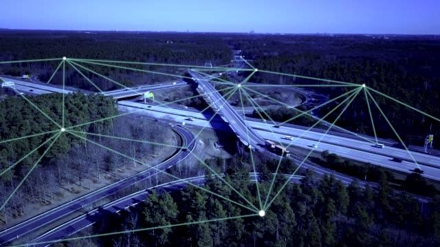 公路上的自主駕駛汽車 - 交通方式 個影片檔及 b 捲影像