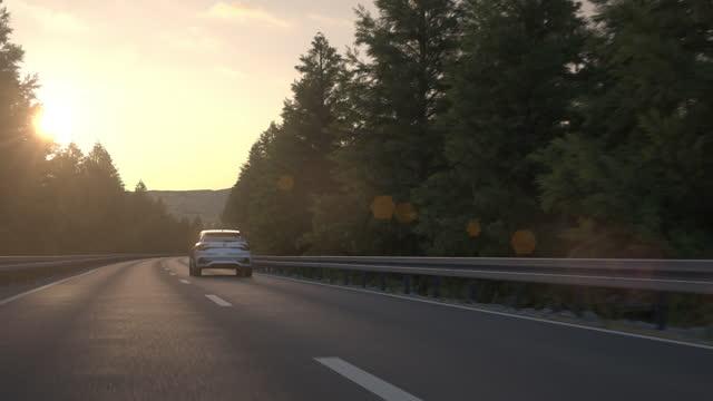 kendi kendine sürüş otonom elektrikli araba kırsal bir yol boyunca sürüş - car stok videoları ve detay görüntü çekimi