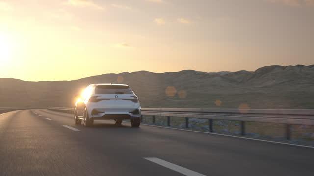 砂漠の道路を走行する自動運転自動運転電気自動車 - 車点の映像素材/bロール