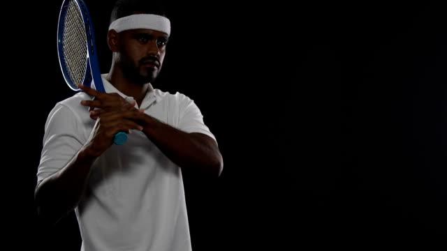 vídeos de stock e filmes b-roll de self-confident tennis player holding racket and looking on court, sport, hobby - campeão desportivo