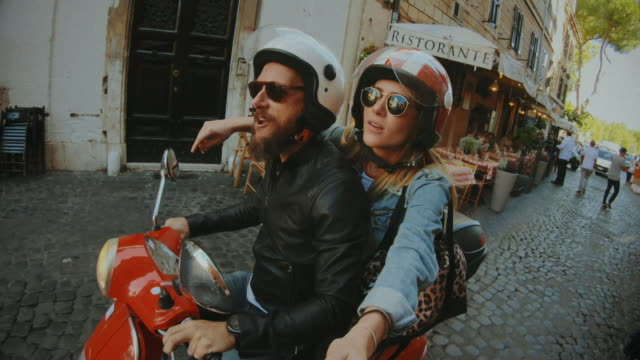 selfie scooter riding: on the motorbike in the center of rome - styl życia filmów i materiałów b-roll