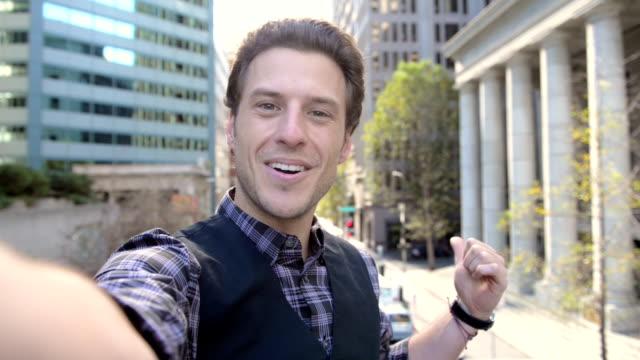 selfie videobotschaft in san francisco - pov - selfie stock-videos und b-roll-filmmaterial