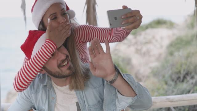 サンタ クロース キャップ selfie - サンタの帽子点の映像素材/bロール