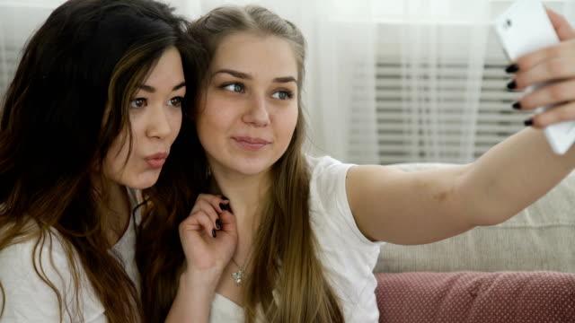 selfie youth lifestyle friends leisure girls photo - inviare video stock e b–roll