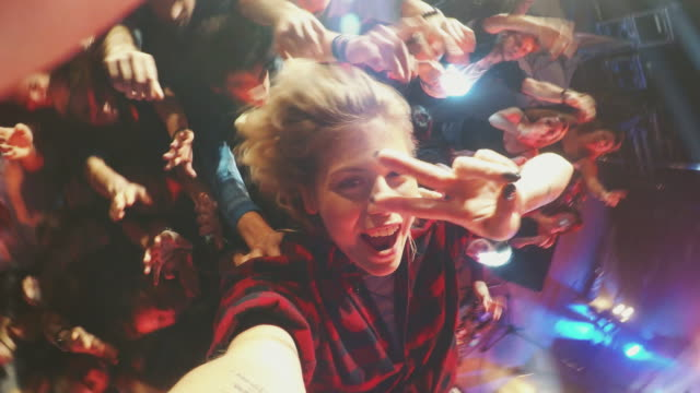 Selfiestick in concert crowd video