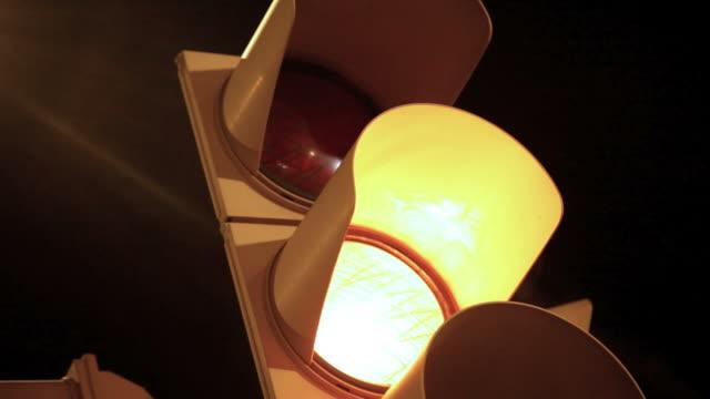 vídeos y material grabado en eventos de stock de bandera semáforo luz intermitente - semáforo