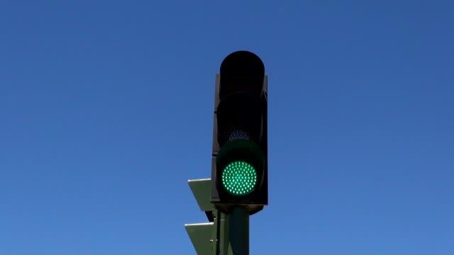 vídeos y material grabado en eventos de stock de bandera semáforo - semáforo