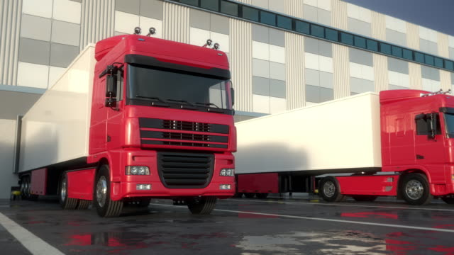 倉庫積載ドックでのセミトラック - トラック点の映像素材/bロール