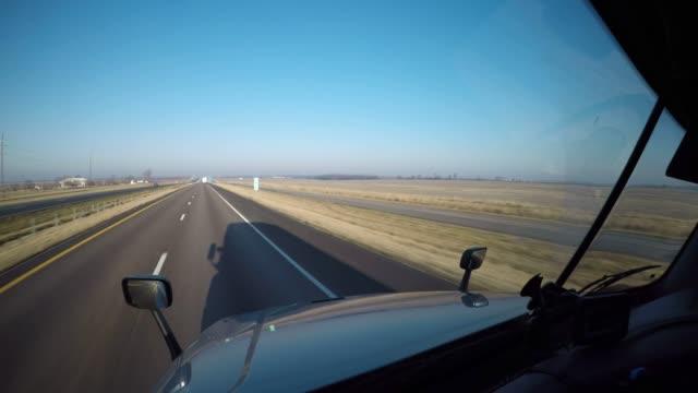 semi-truck pov dashcam | rural iowa, usa - ciężarówka transportowa filmów i materiałów b-roll