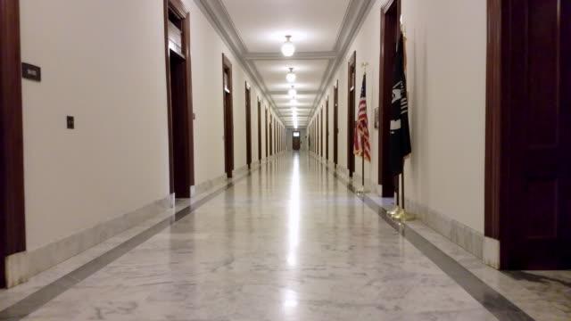 Couloir de bâtiment Russell du Sénat américain à Washington, DC - 4k/UHD - Vidéo