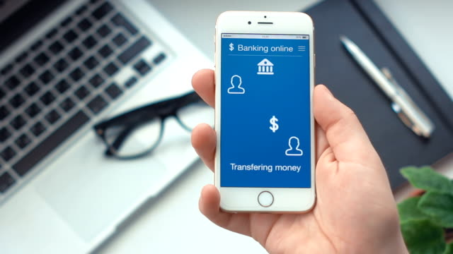 Sending money on banking app on the smartphone - Vidéo