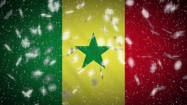 bandiera senegalese che cade spazzaneve, sfondo capodanno e natale, ansa - dakar video stock e b–roll