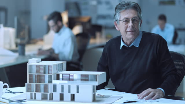 LD Senior architect portrait by the architectural model video