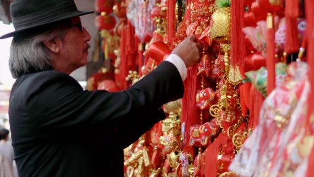 中国の装飾 - 在庫ビデオ ショッピング シニア ビジネス男性 - 幸運点の映像素材/bロール