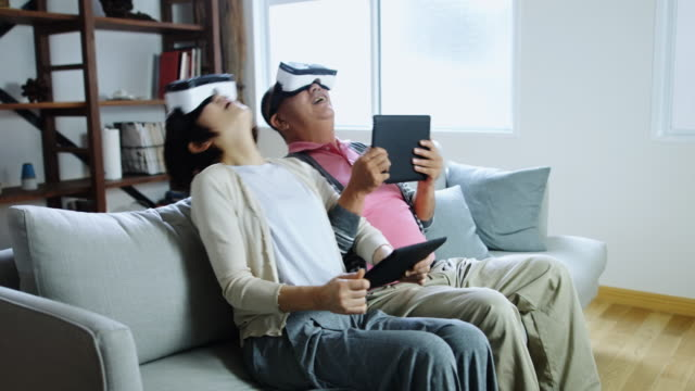 Senior Couple Playing Game with Virtual Reality Goggles 비디오