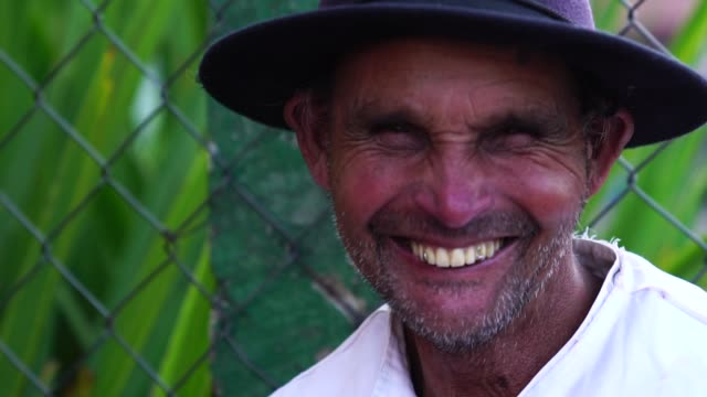 старший фермер/сельский человек - парагвай стоковые видео и кадры b-roll